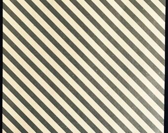 Light kraft leaf decorated - striped dark diagonal stamp effect