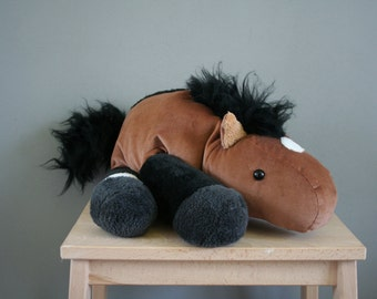 Custom horse plush, a plushie of your own horse! Made to order