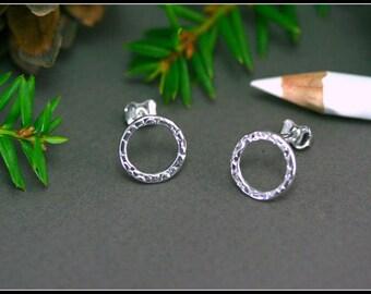 Open circle earrings, Circle stud earrings, Small hammered circle studs, Small circle earring, Sterling silver open circle earrings hammered