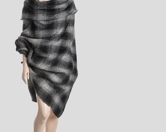 Women cape, Wool poncho, woman poncho, wrap women, wool cloak, wool sweater, fabric poncho, gray poncho, gray cape, checkered poncho