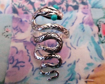 RING   - STUNNING - SNAKE - Turquoise eyes - Sterling Silver - Size 8  - Somewhat adjustable    Misc485