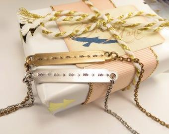 Flèche de Bar collier, collier flèche, collier minimaliste, Steampunk, cadeaux pour maman, cadeaux pour femme, cadeaux de moins de 25 ans
