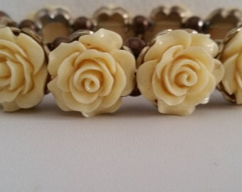 Vintage Ring Around The Rosy Faux Ivory Floral Stretch Bracelet ~ Beautiful Collectible Vintage Estate Jewelry