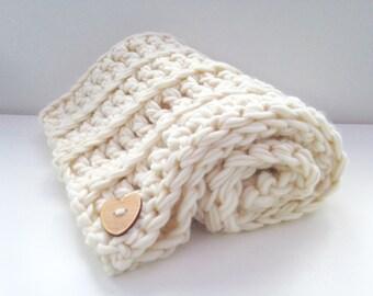 Beginners crochet kit luxury baby blanket.  DIY learn to crochet, super chunky bulky blanket, extreme crochet, crochet pattern K003
