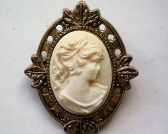Petite Molded Cameo Brooch in Gold tone Frame - 5787