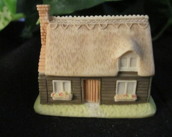 The Village Collection, one story house, vintage, trinket/jewelry box, U.K., gift for her, Mother's Day