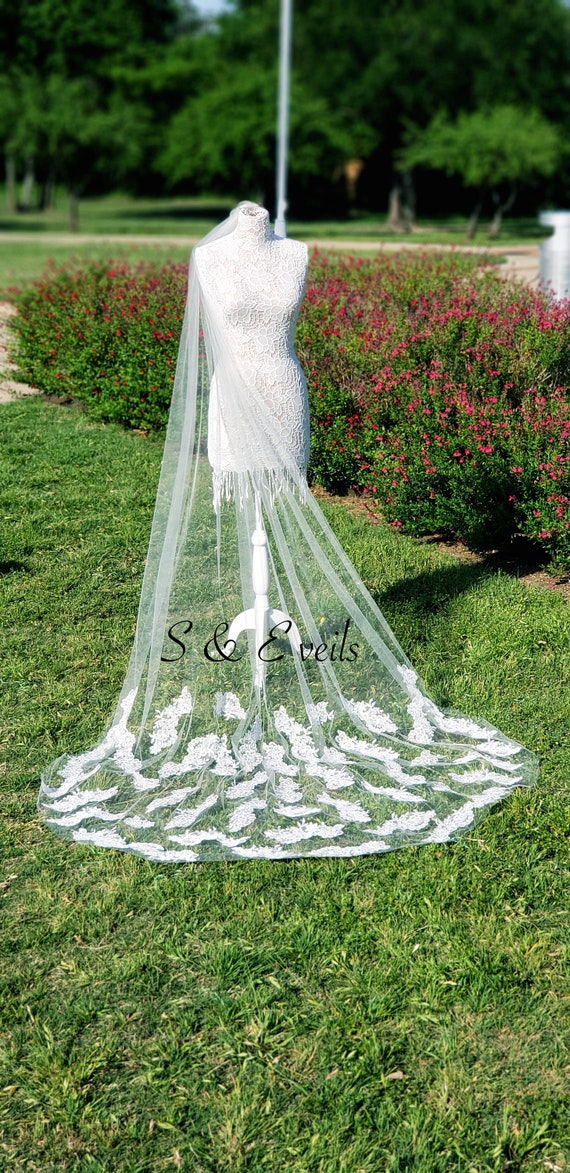 Wedding Veil with Lace appliques | cathedral veil, ivory color, traditional veil, long veil, accessories, veil with comb, chapel veil, white