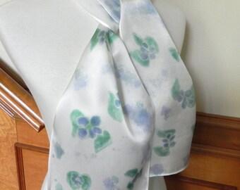 Handbemalte Seide Schal, Lavendel und blau-grünen Blumen, bereit, Schiff