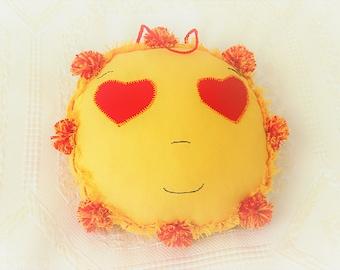 Love smilew pillow.