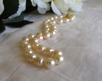 Collier ras de cou perles Akoya mer, traditionnel japonais haut lustre brin de perles crème, RAS de cou perles, perles baroques, élégant collier de mariée, 9362