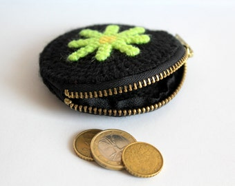 Black Round Coin Purse, Mini Zipper Pouch, Plastic Canvas, Zipper Coin Purse, Coin Purse with Green Daisy, Toddler Pouch, Small Gift Idea
