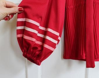 Vintage 60s Jonathan Logan Designer Wide Sleeve Deep Red Pleated Peplum Tie Neck Top Women's Size XS S