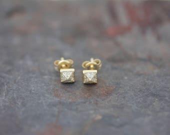 Pave' pyramid stud earrings