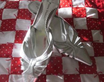 Vintage Pierre Dumas Silver Slip on Shoes Size 8 1/2 M