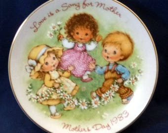 Vintage Avon Love is a Song Mother's Day Plate, 1983