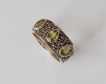 Unique silver sterling three Peridot gems ring band / silver granulation technique  / Bali handmade jewelry / silver 925 / (#709m)