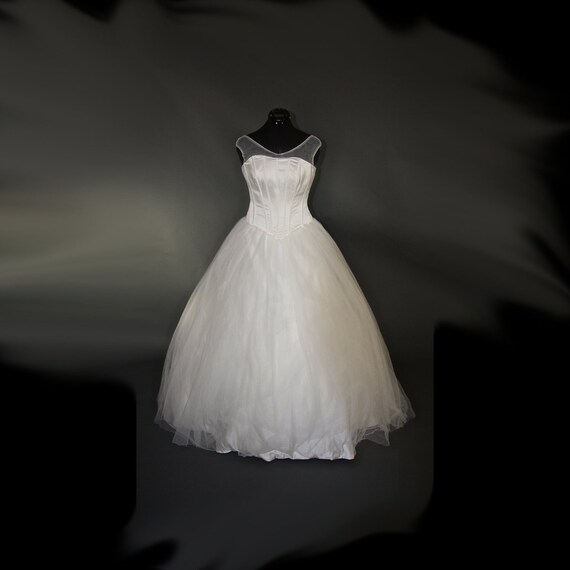 Creamy Corsetry Wedding Gown Sample Gown Size 8-12