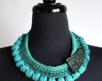Turquoise Emerald Green Color Statement Fiber Crochet Collar Necklace with Brooch
