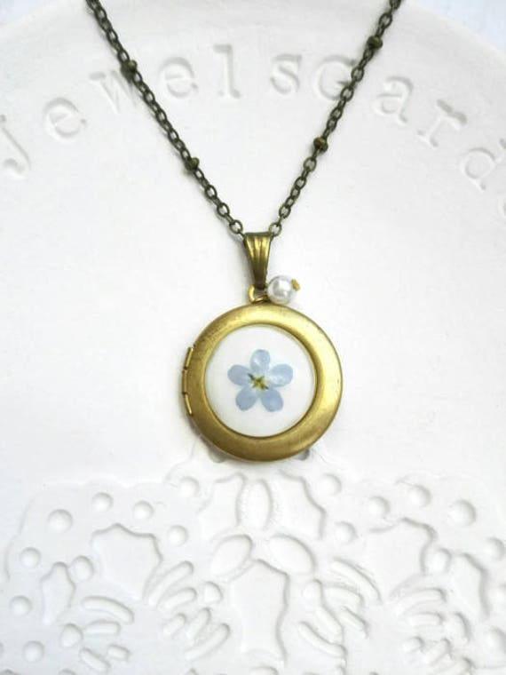 Photo locket necklace floral vintage Pressed flower necklace Circle locket pendant Floral wedding gift Bronze gold forget-me-not jewelry