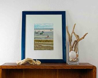 Spiaggia con bambino. Una fotografia originale scattata in Bretagna, la riva dell'oceano.Lavorata a collage con foglia oro, argento e sabbia