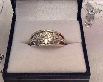 Authentic Vintage STERLING SILVER 925 Floral, Flower RING, Friendship, Promise, Birthday, Free Postage.