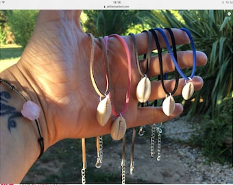 """Necklace """"captures""""in natural cowrie shells"""