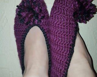 Crochet woman slippers.
