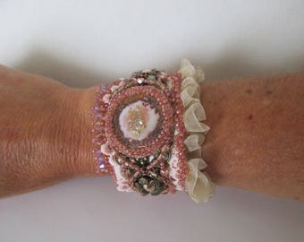 """Rose gold"" ruffle bracelet with a charm enamelled copper and swarovski crystal cabochons pink gold"