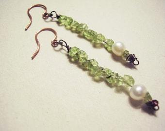 Peridot Earring, Pearl Earring, Modern Stone Earring, Green Earring, Dangle Earring, Fancy Bohemian, Stone Chip Earring, Copper Earring