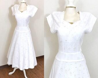 1940s Vintage Dress / Eyelet lace / Vintage 40s Dress / Cream / PRETTY
