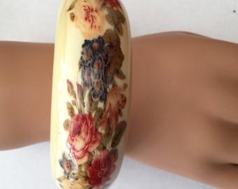 Chunky Floral Cream Plastic Lucite Bangle Bracelet