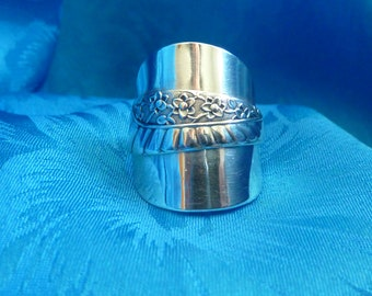 Spoon Ring, Sterling Silver, Vintage, size 6.25, Angel Wing Depicted Across Front