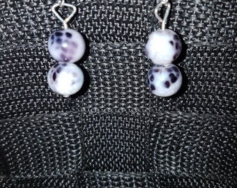 Pair snake pattern 8mm earrings