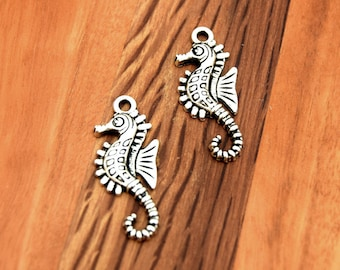 Seahorse silver Animal aged in packs of 5/10/15/20 units.