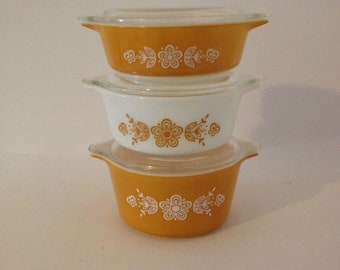 Vintage Pyrex Butterfly Gold Ovenware Bowl 3 Piece Set w/ Lids Milk Glass Yellow Bake Mixing Serving Baking Dish Country Kitchen 471 472 473