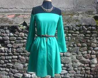 Dress fit and flare, two-tone, black and green, lace, macramé, green, black, with yoke, sexy dress, long sleeves
