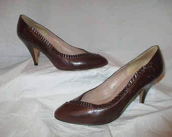 Pappagallo ruffled leather pumps 6 1/2 M