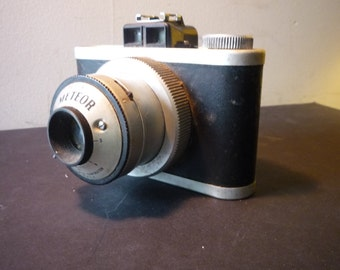 Vintage Meteor Camera 620 Universal Camera Corp - Excellent Condition -1940s Decor or Collectible - Made in USA Gift for camera buffs