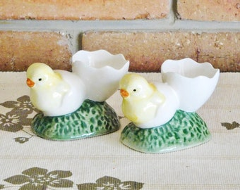 1960s pair of ceramic chicken egg cups, handpainted, kitchenalia