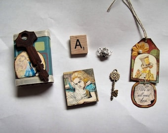 Alice in Wonderland Matchbox with 5 Goodies Inside/Decoration/Stocking Stuffer/Gift