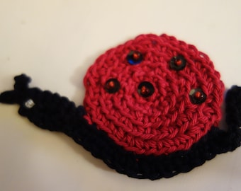 Crochet application-snail-cotton yarn embroidered with beads and sequins