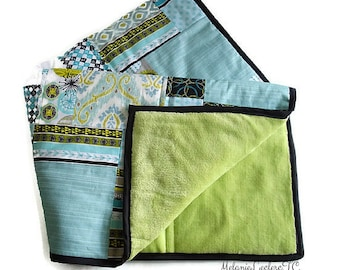 Quilt blanket for baby, turquoise, Apple green fleece backing