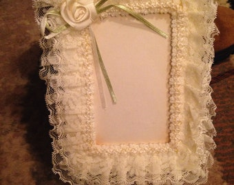 Lace photo frame