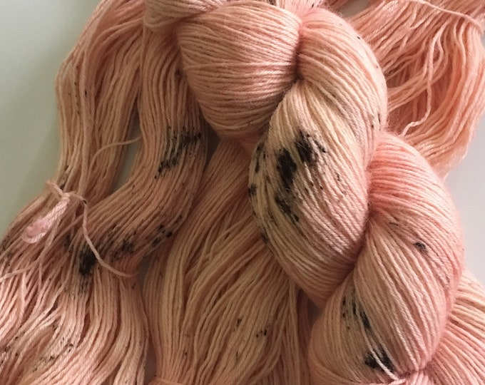 New basic 100% BFL - Blue faced Leicester wool Fingering Pinks - Superwash