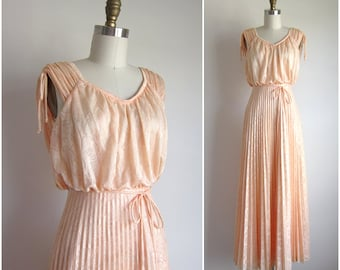 "1970s Party Dress / Vintage 1970s Formal Dress / Peach Long Lace Dress 24"" Waist"
