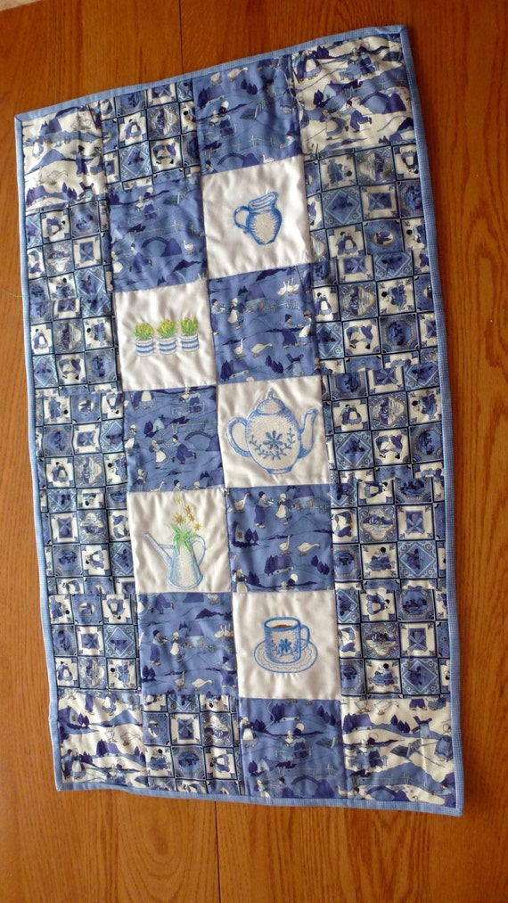 Dutch Motif Table Runner(Quilted)