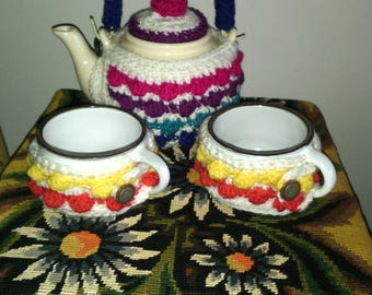 Teapot and 2 cups with crochet cover vintage