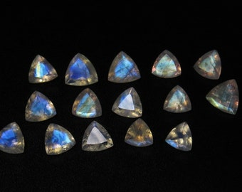 5 A Rainbow Moonstone - High Quality  Trillion Cut Stone  Size 7x7-9x9 mm 23.80 - cts - 15 pcs