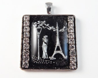 Handmade glass Intaglio pendant with french Kissing Couple