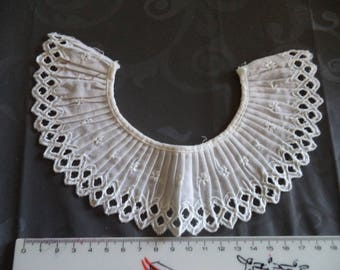 original white collar with superb quality to decorate a garment
